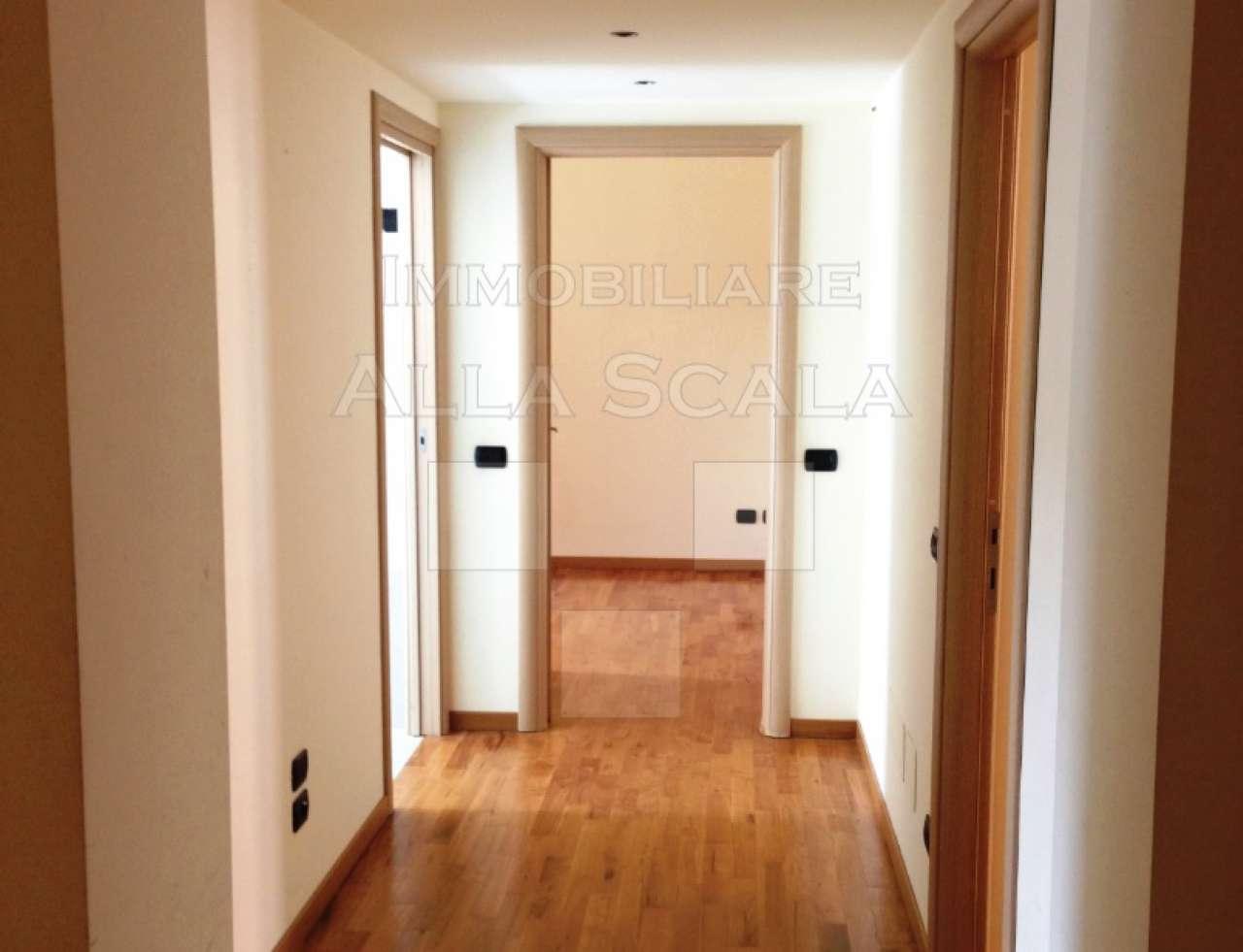 Appartamento in Affitto a Milano 08 Vercelli / Magenta / Cadorna / Washington: 3 locali, 110 mq