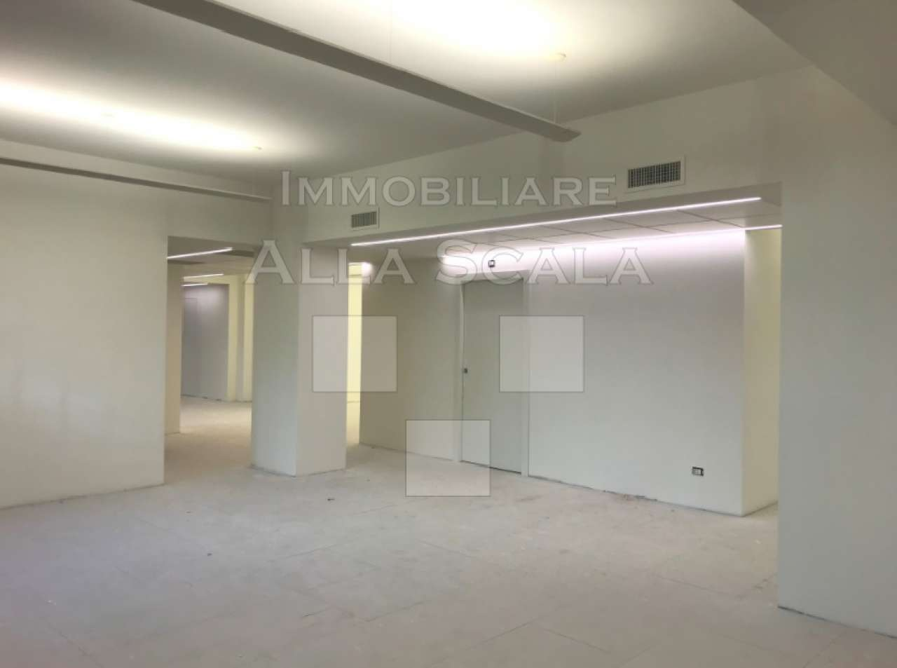 Ufficio-studio in Affitto a Milano 01 Centro storico (Cerchia dei Navigli): 5 locali, 710 mq