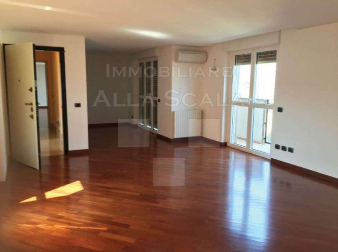 Attico in affitto a milano piazza sant 39 ambrogio for Appartamenti arredati in affitto milano