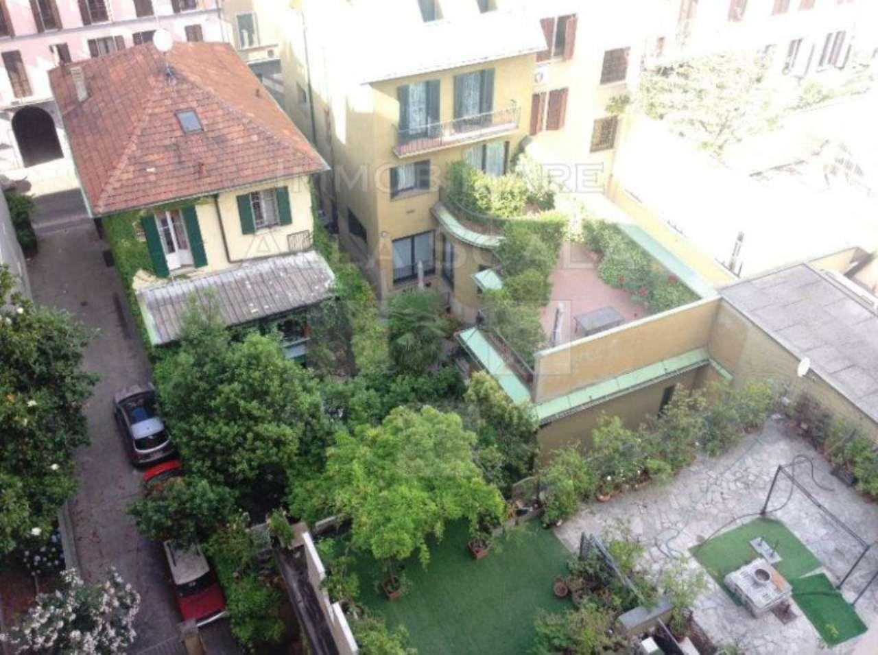 Bilocale Milano Via Quadronno 10