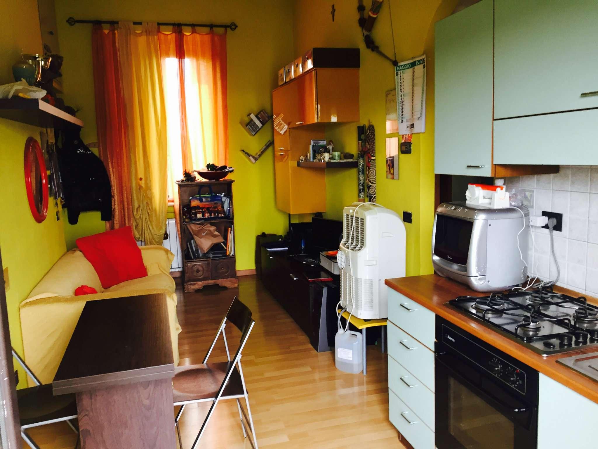 Bilocale Milano Via Della Chiesa Rossa 2