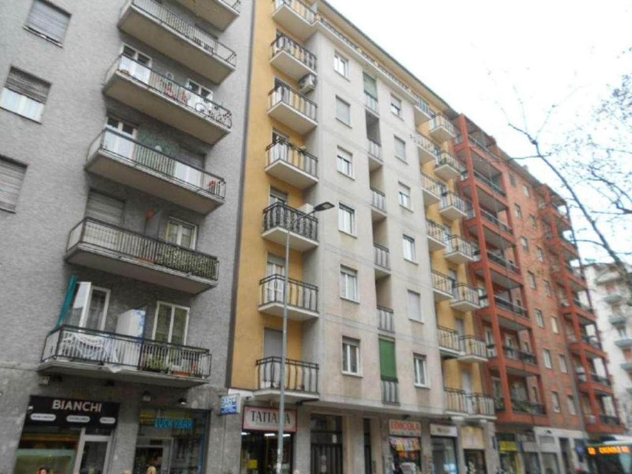 Bilocale Milano Via Lorenteggio 2