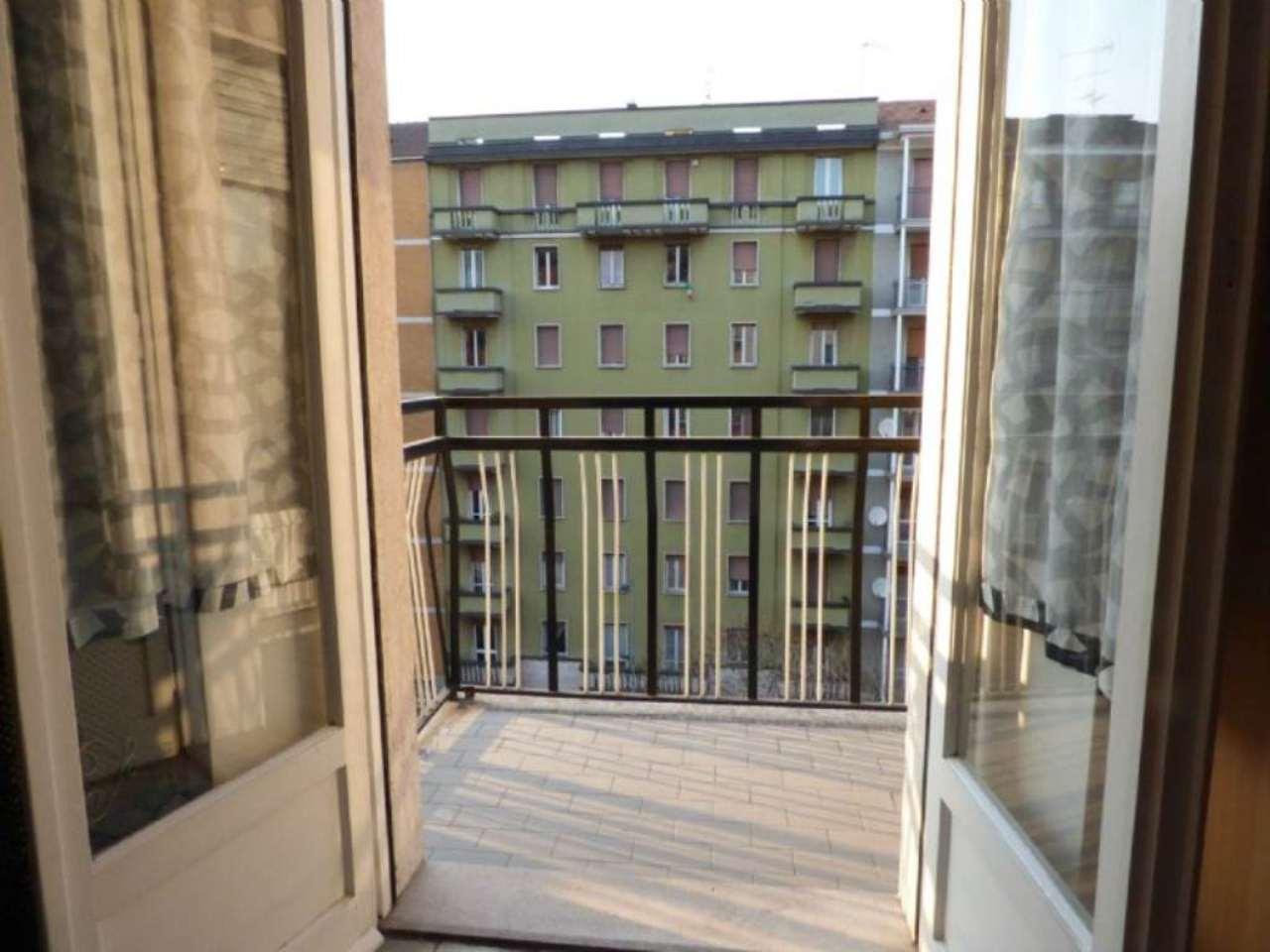 Bilocale Milano Via Lorenteggio 12