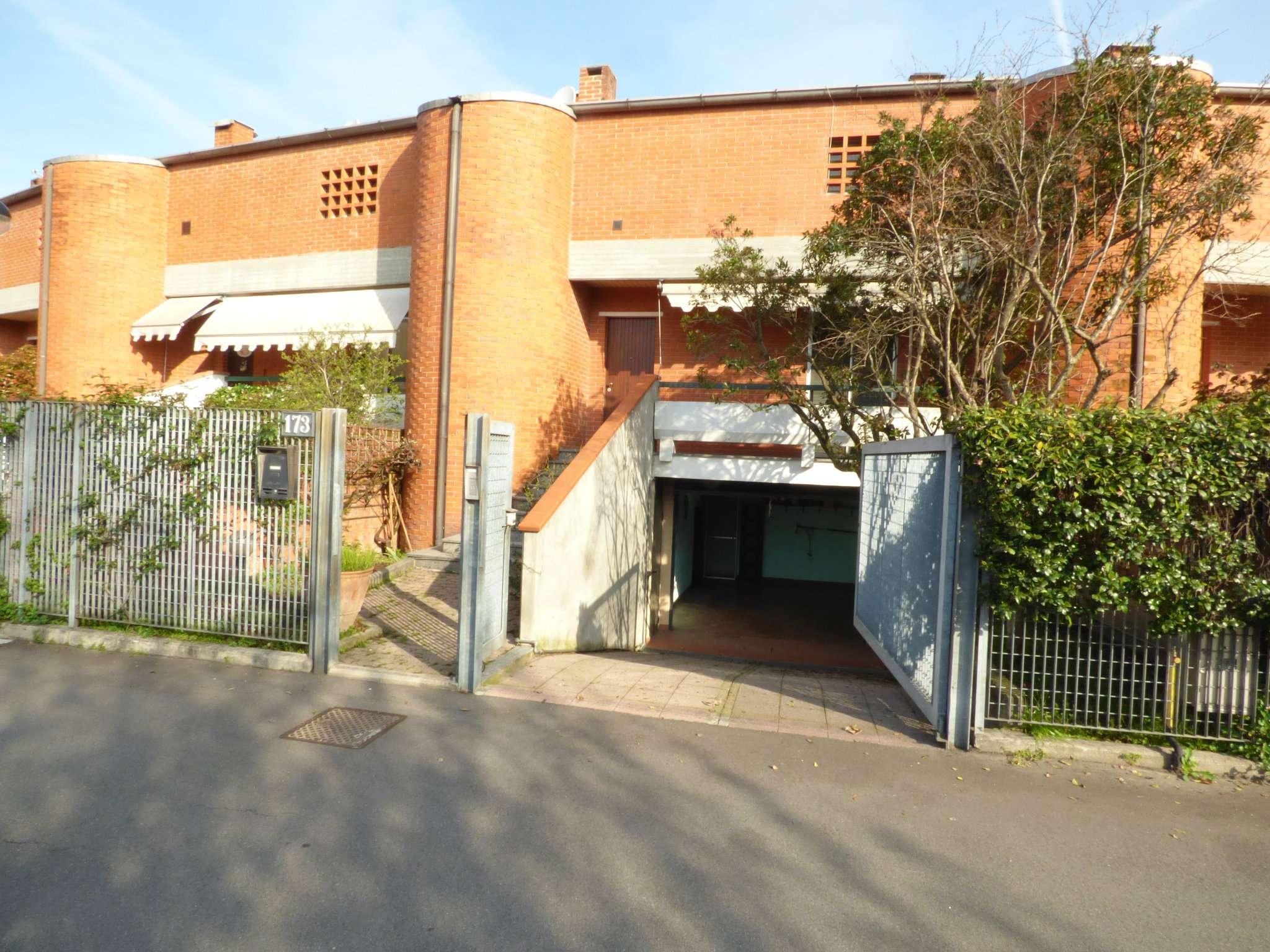 Villa a Schiera in vendita 5 vani 210 mq.  via del Mare 173 Milano