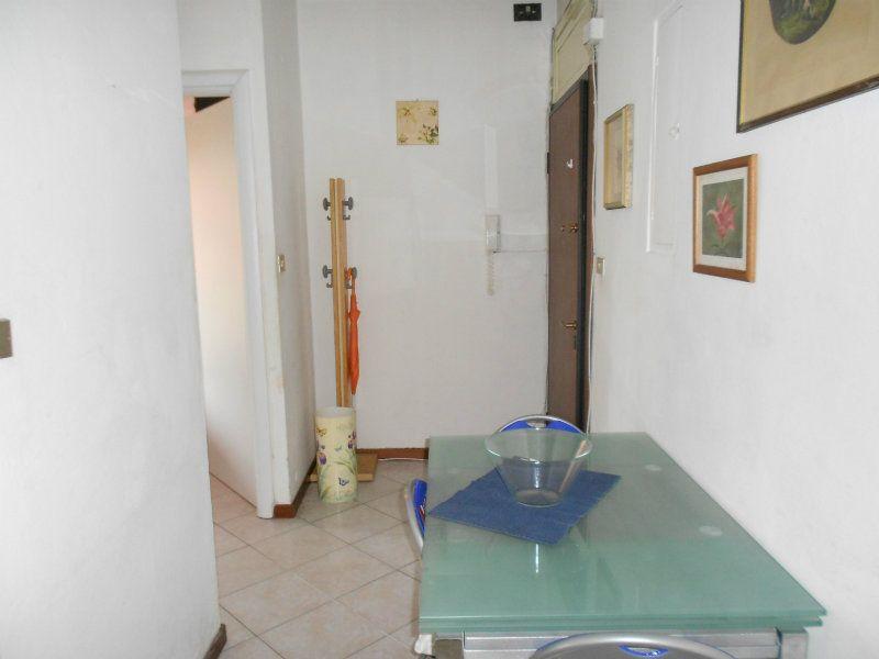 Bilocale Milano Via Alcuino 12
