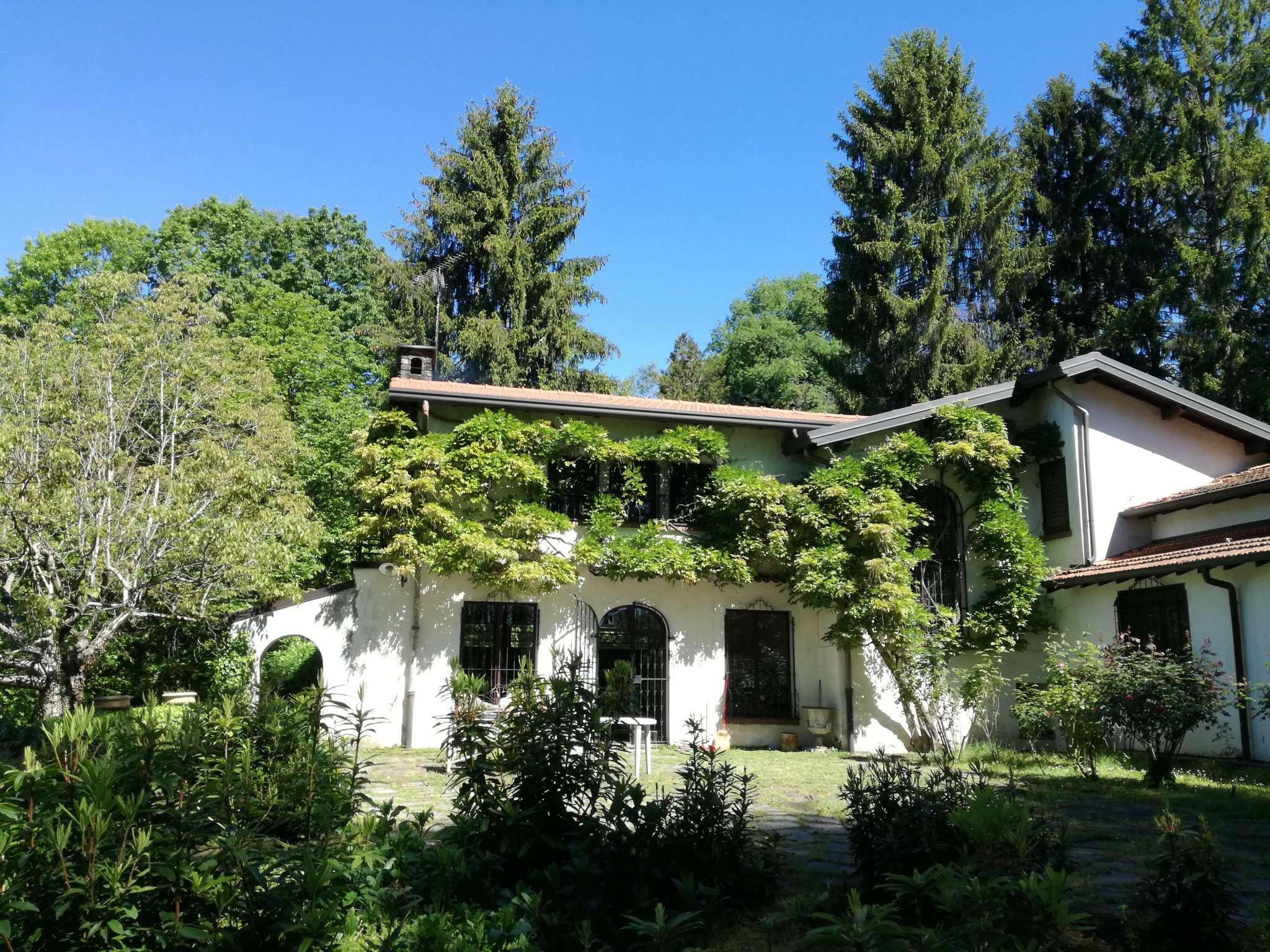 Villa in vendita a Casorate Sempione, 6 locali, prezzo € 550.000 | Cambio Casa.it