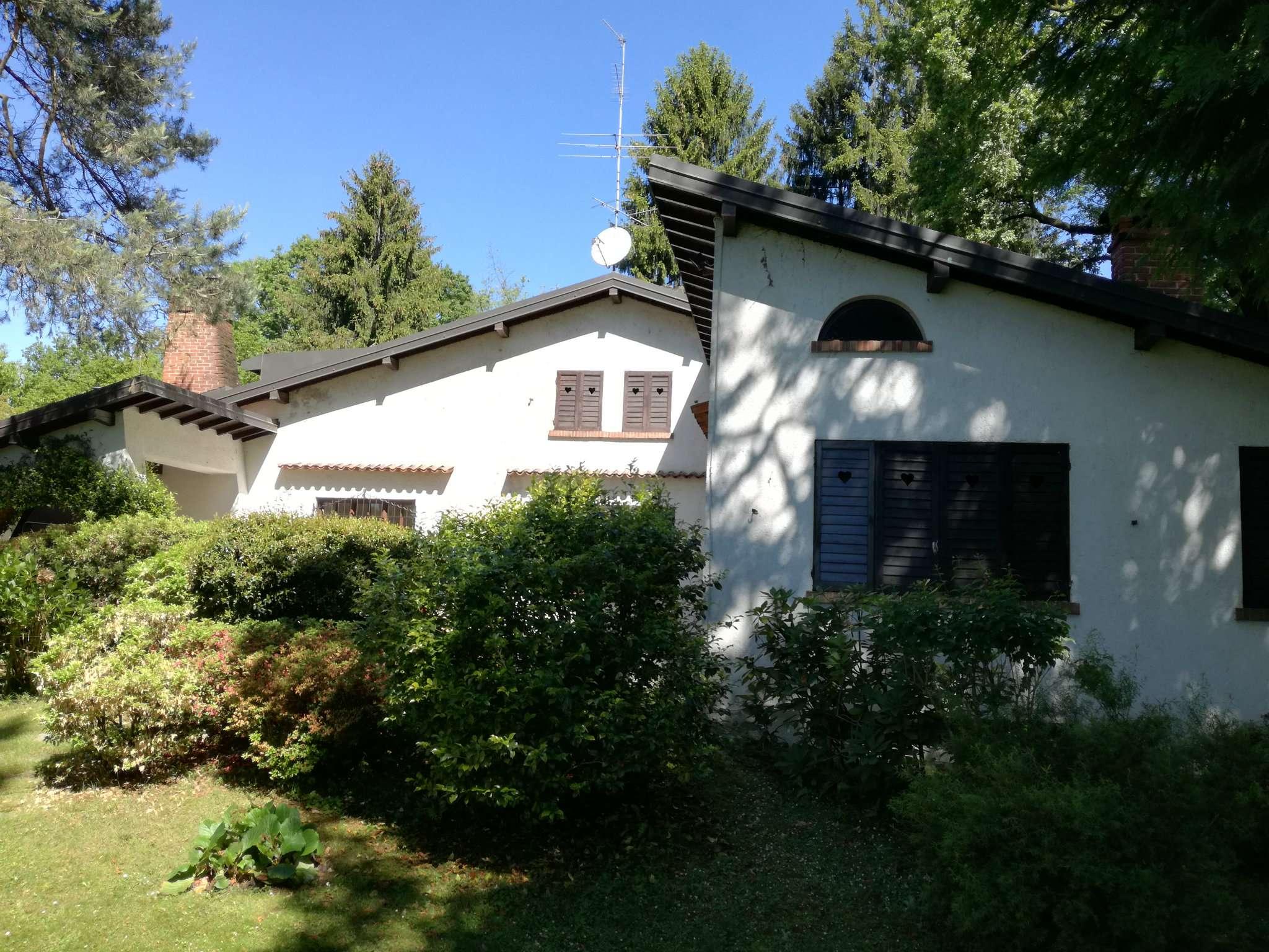Villa in vendita a Casorate Sempione, 7 locali, prezzo € 250.000 | Cambio Casa.it