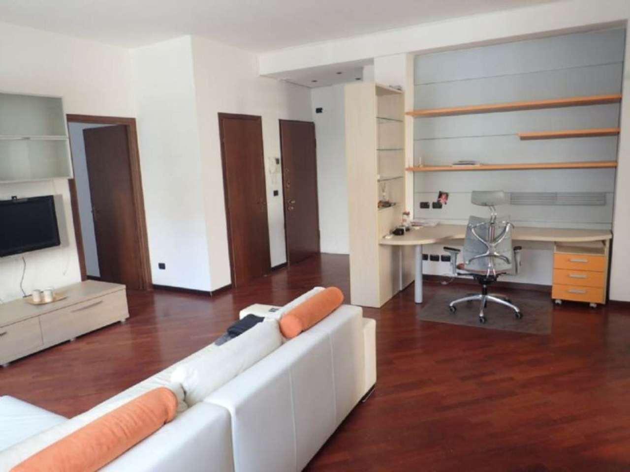 Bilocale Milano Via Sanremo 6
