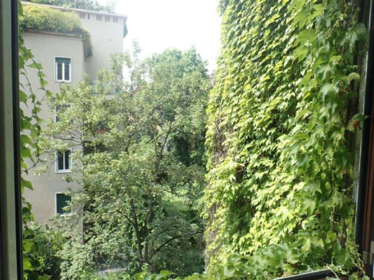 Bilocale Milano Via Borgonuovo 10