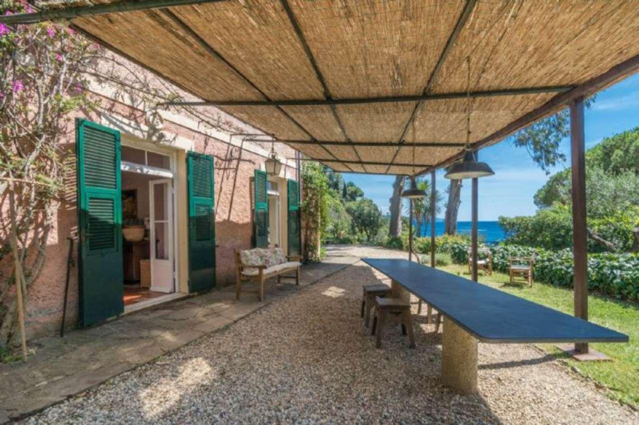 Villa in Vendita a Portofino via paraggi