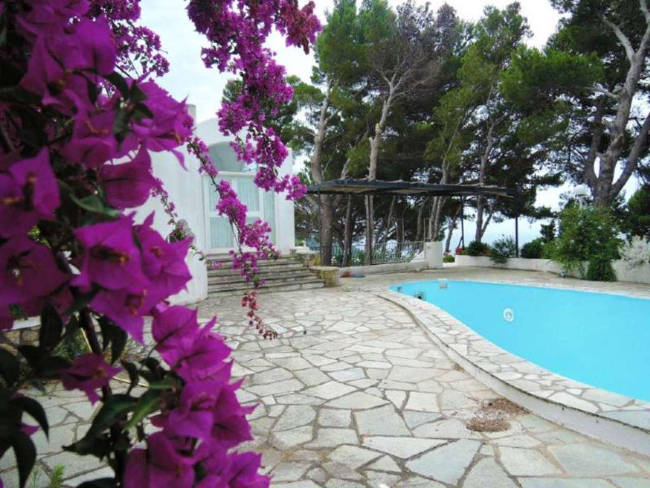 Villa in Vendita a Capri via damecuta