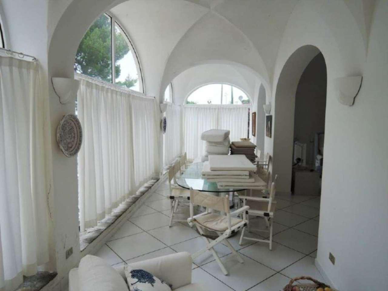 Villa di lusso in vendita a capri via damecuta trovocasa for Case in vendita svizzera italiana