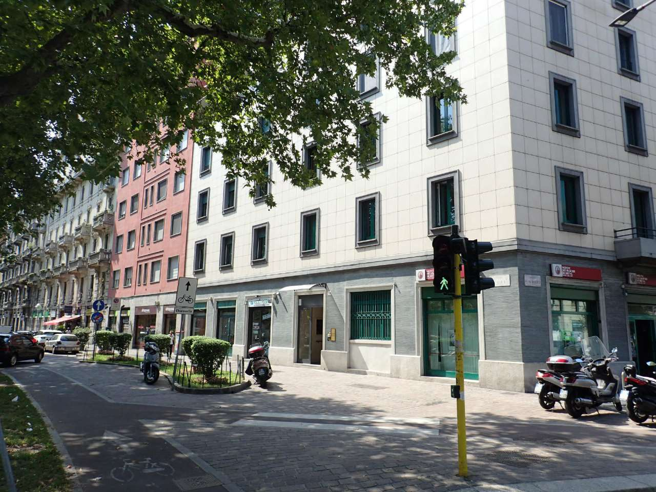 Negozio-locale in Affitto a Milano 06 Italia / Porta Romana / Bocconi / Lodi: 5 locali, 390 mq