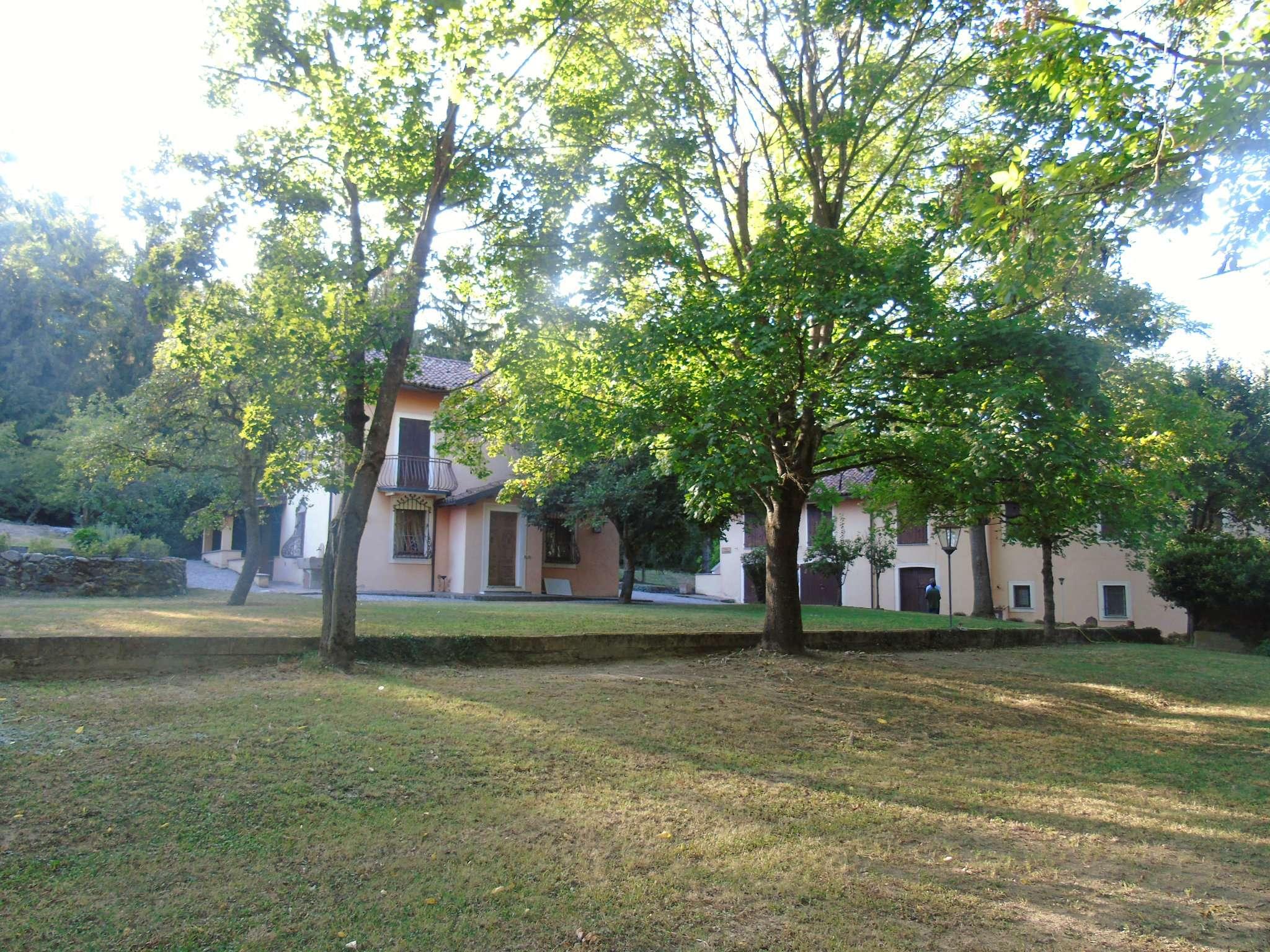 Villa in Vendita a Gavi: 5 locali, 465 mq