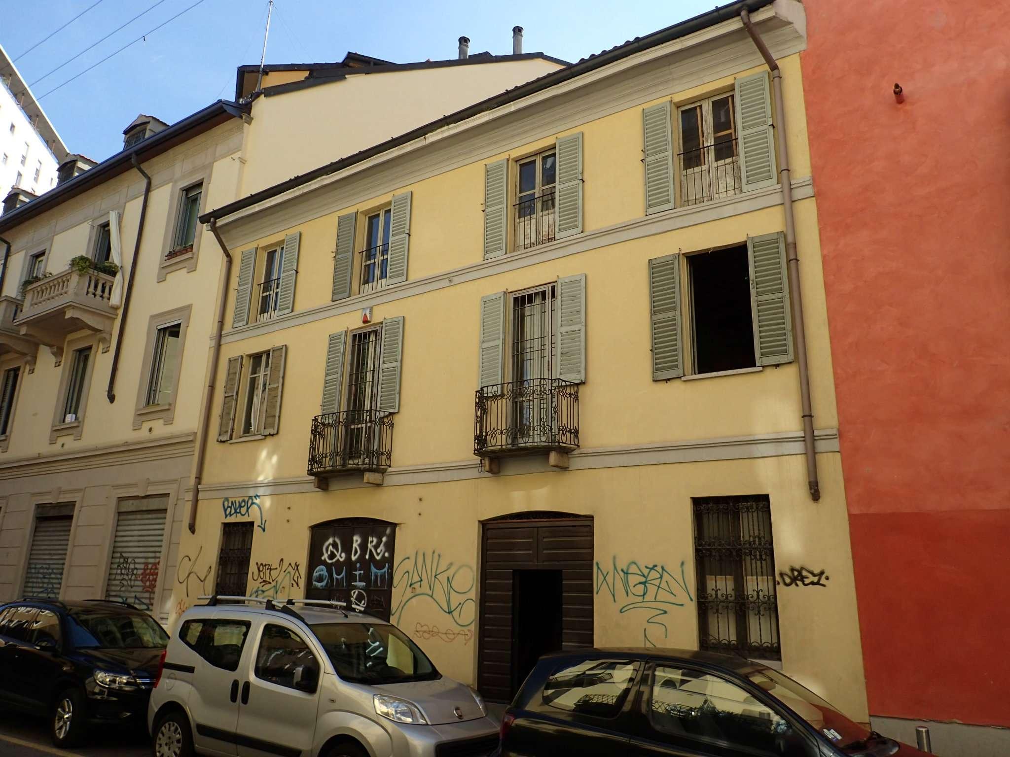 Casa indipendente in Vendita a Milano 01 Centro storico (Cerchia dei Navigli): 5 locali, 300 mq