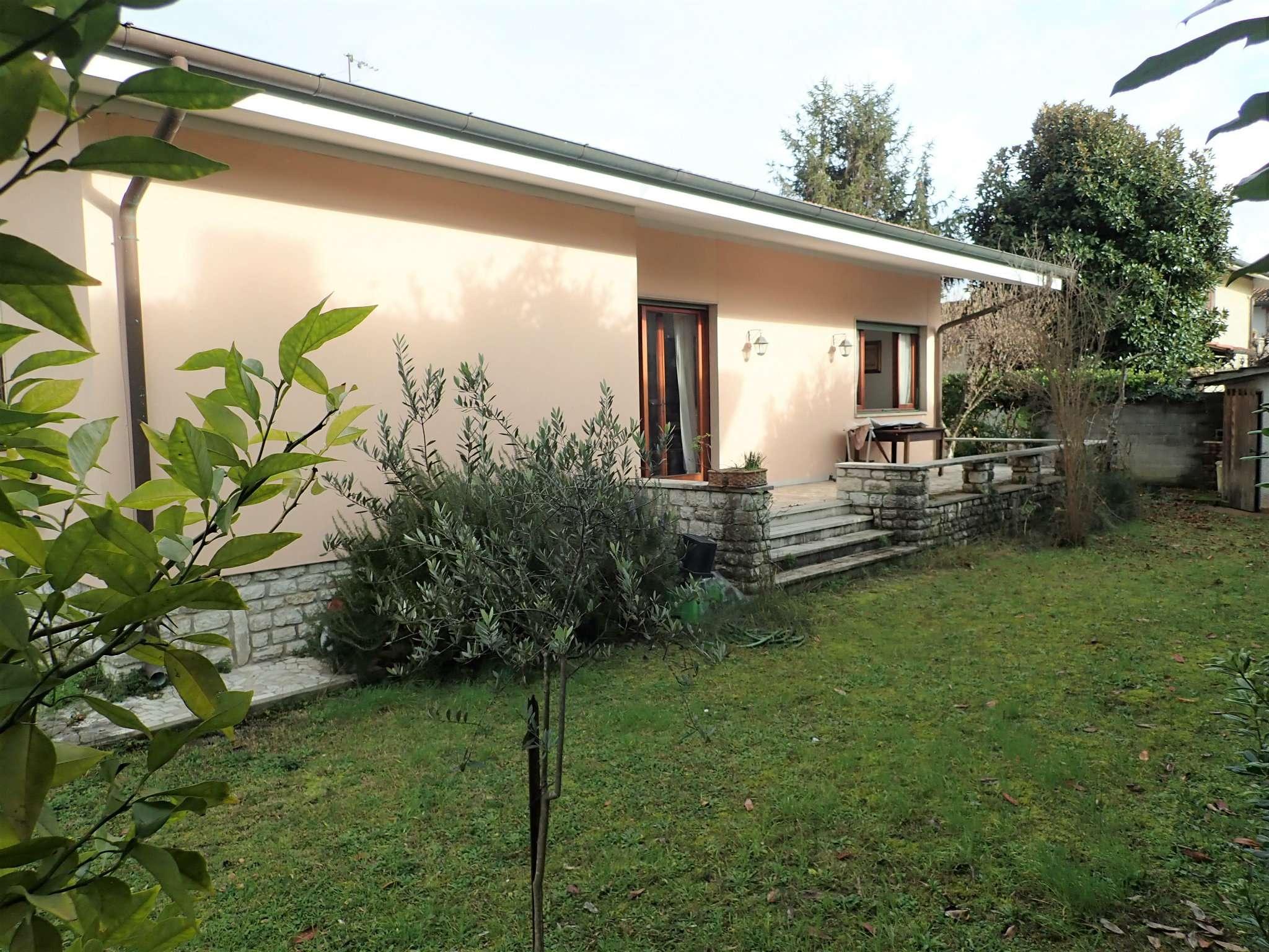 Villa in Vendita a Forte Dei Marmi Centro: 5 locali, 200 mq