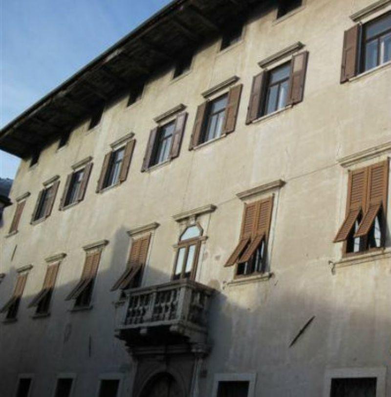 Palazzo in Vendita a Rovereto: 5 locali, 2500 mq