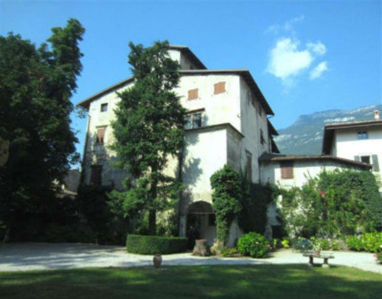 Palazzo in vendita a rovereto via fratelli bronzetti for Arredamento rovereto