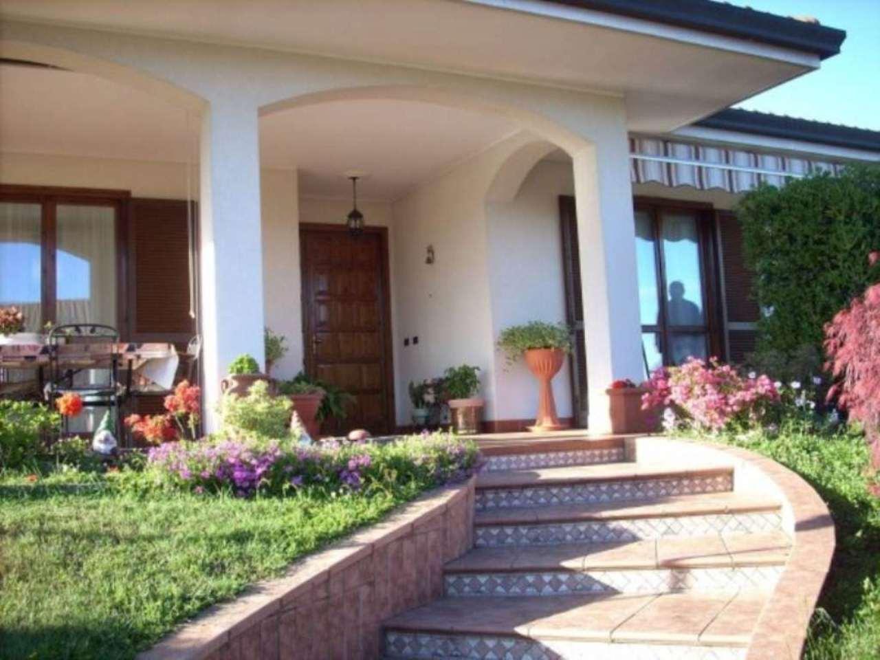 Villa in vendita a Invorio, 5 locali, prezzo € 395.000 | Cambio Casa.it