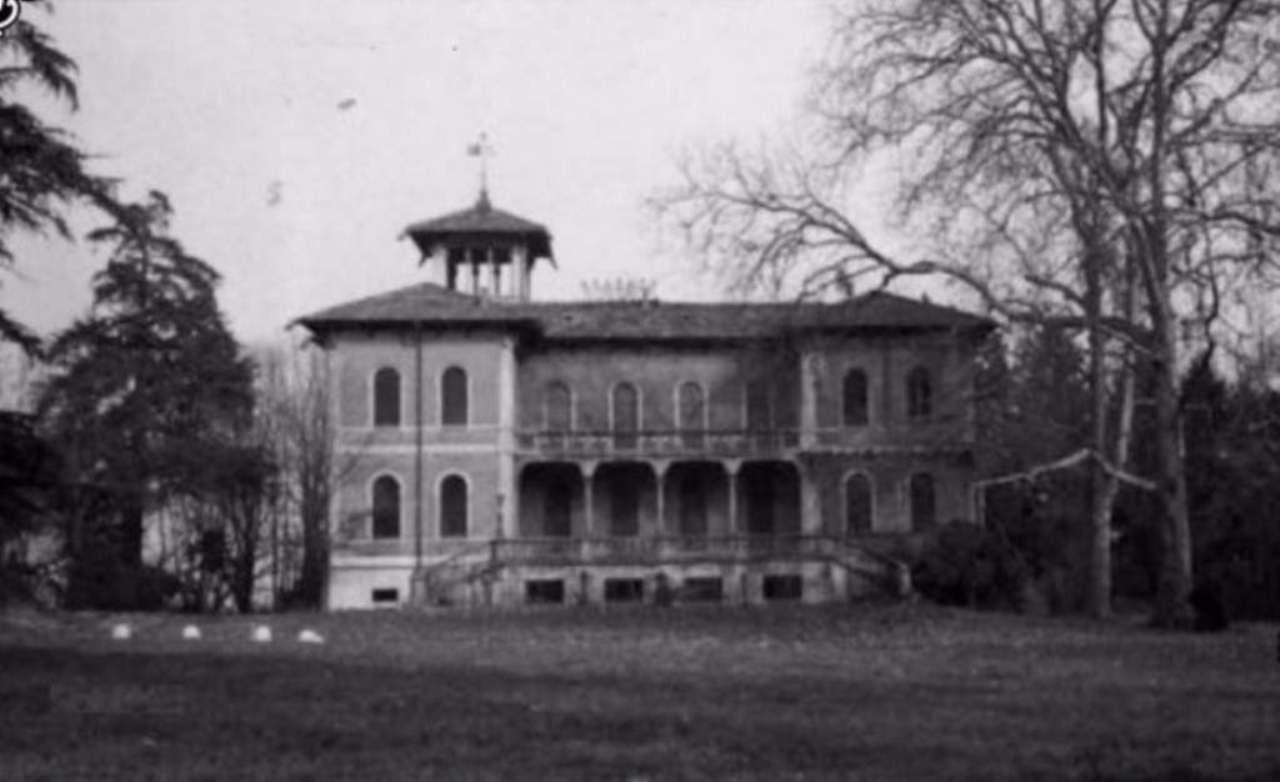Palazzo / Stabile in vendita a Seveso, 6 locali, Trattative riservate | Cambio Casa.it