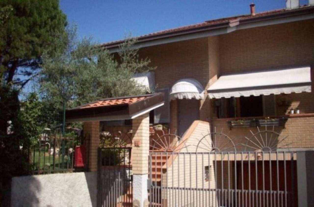 Villa in vendita a Besana in Brianza, 6 locali, prezzo € 600.000 | CambioCasa.it