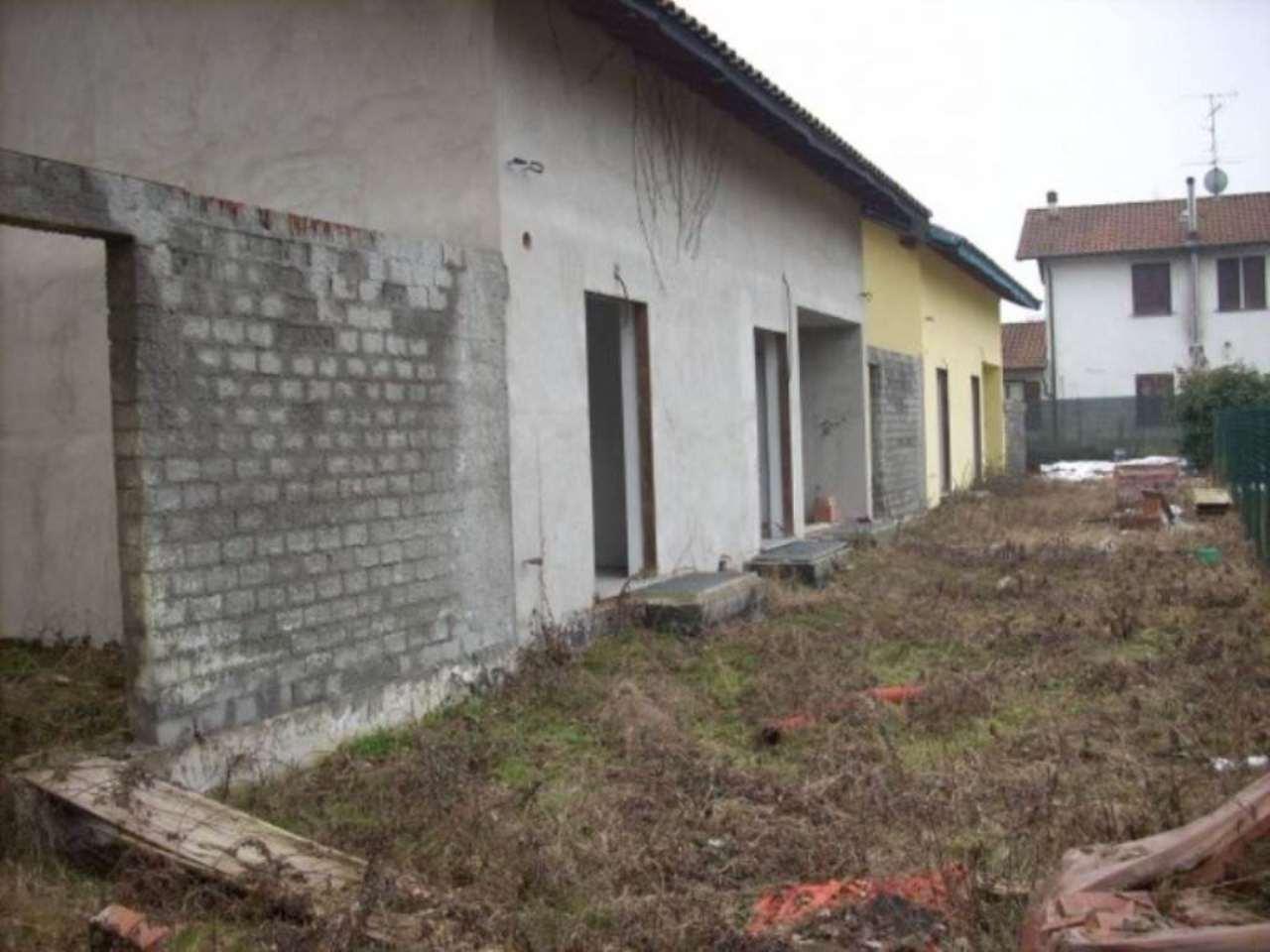 Villa a Schiera in vendita a Lonate Pozzolo, 5 locali, prezzo € 200.000 | Cambio Casa.it