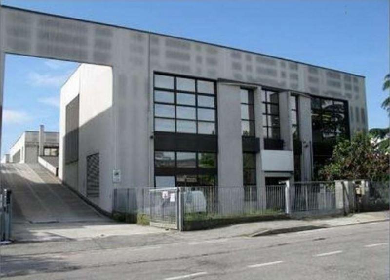Laboratorio in vendita a Pessano con Bornago, 6 locali, prezzo € 305.000 | Cambio Casa.it