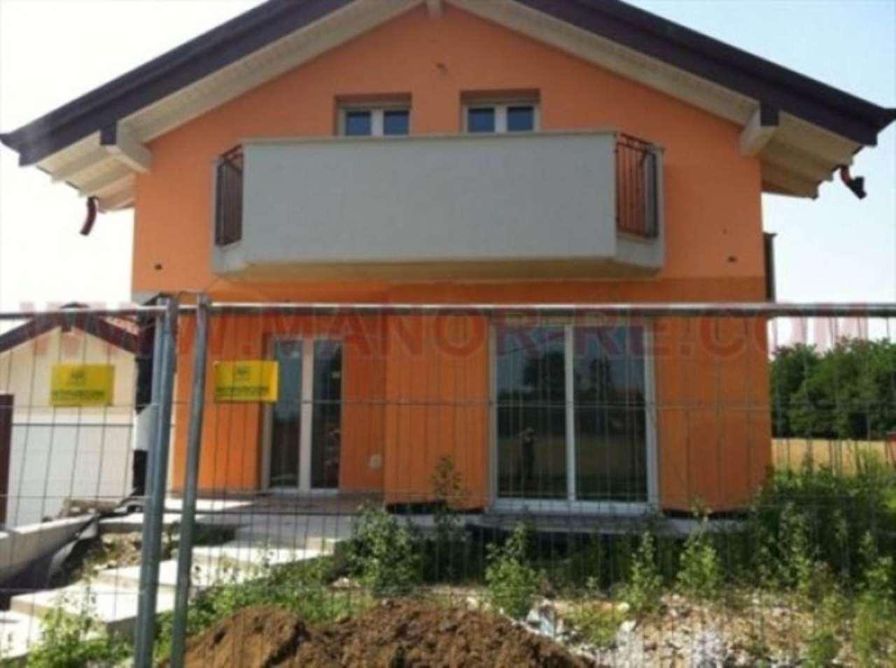 Villa in vendita a Ferno, 6 locali, prezzo € 430.000 | Cambio Casa.it