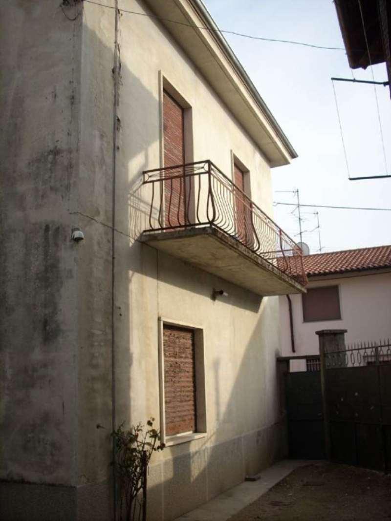 Rustico / Casale in vendita a Vanzaghello, 4 locali, prezzo € 100.000 | CambioCasa.it