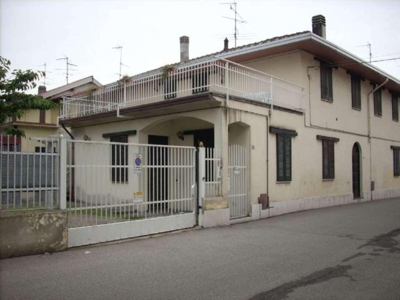 Villa in vendita a Vanzaghello, 6 locali, prezzo € 350.000 | Cambio Casa.it