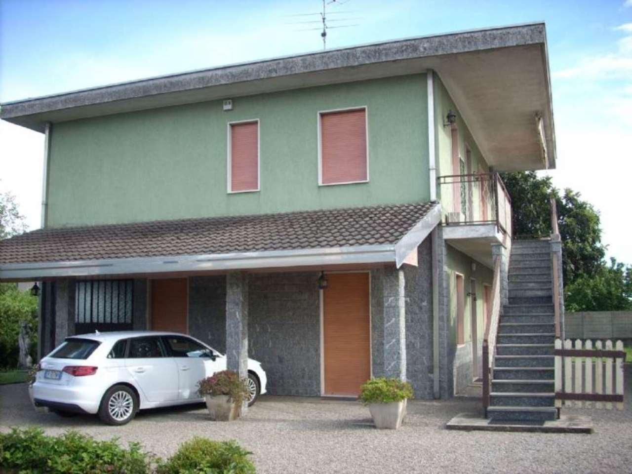 Villa in vendita a Magnago, 6 locali, prezzo € 330.000 | Cambio Casa.it