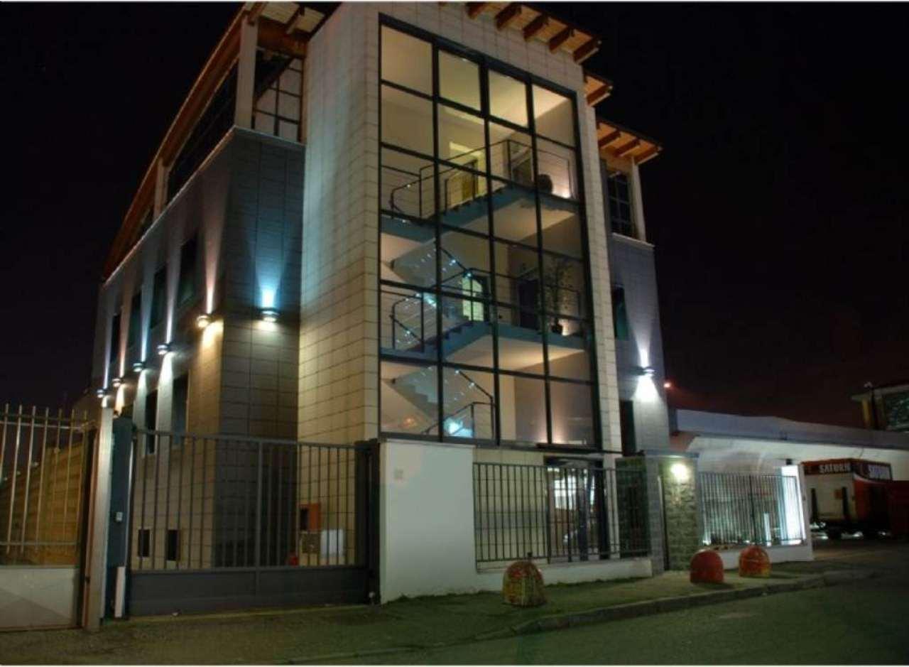 Immobile Commerciale in vendita a Rozzano, 16 locali, prezzo € 2.000.000   CambioCasa.it