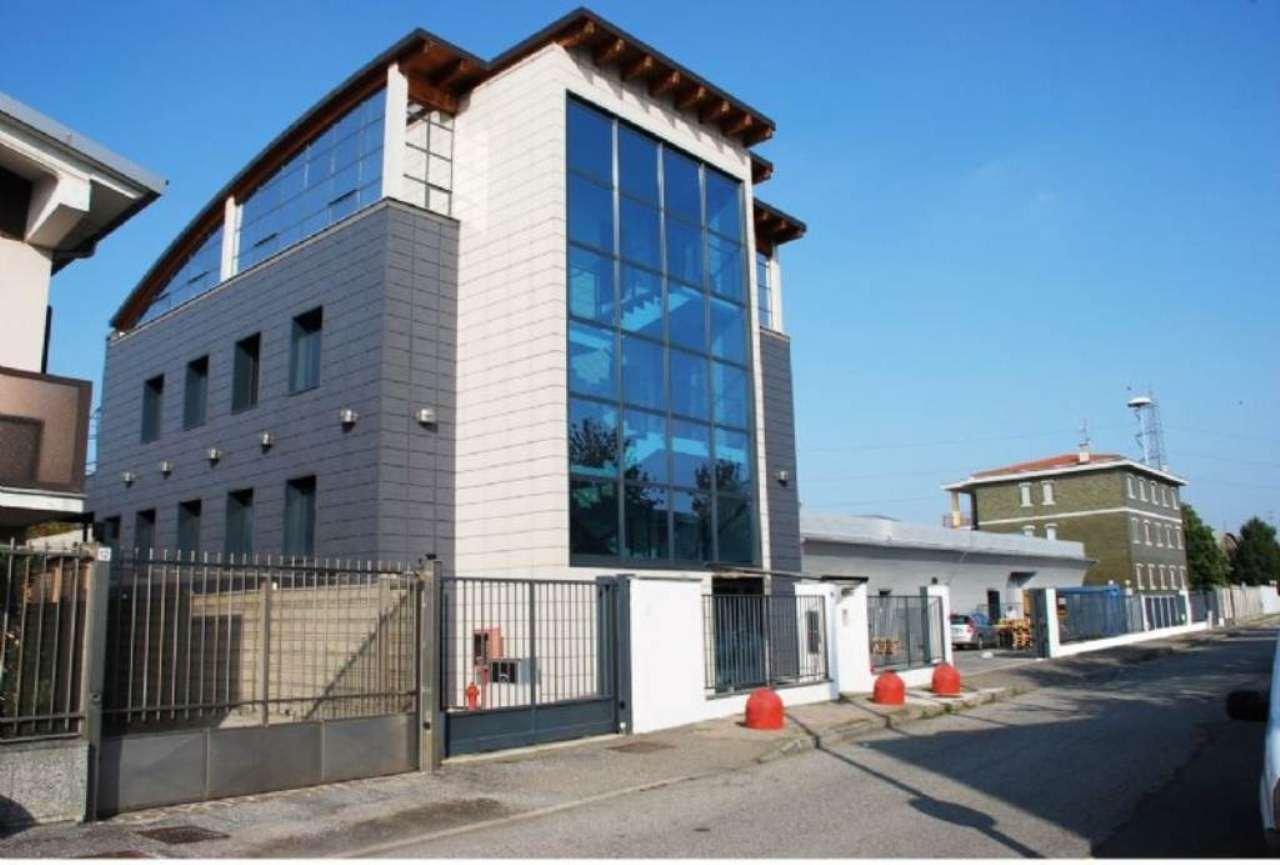Immobile Commerciale in vendita a Rozzano, 20 locali, prezzo € 3.500.000   CambioCasa.it