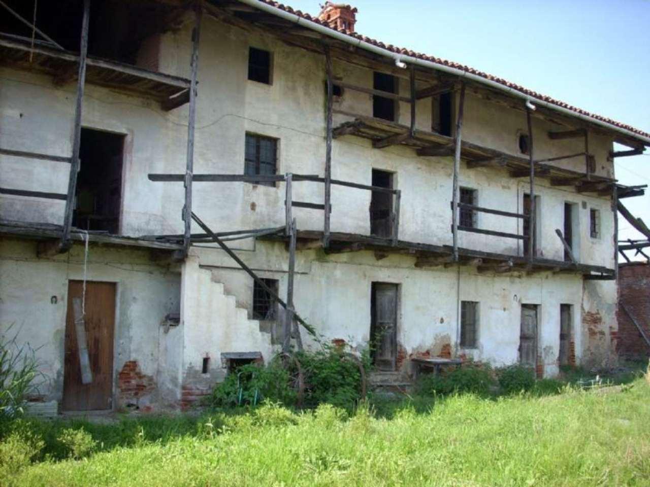 Rustico / Casale in vendita a Oleggio, 20 locali, prezzo € 800.000 | Cambio Casa.it