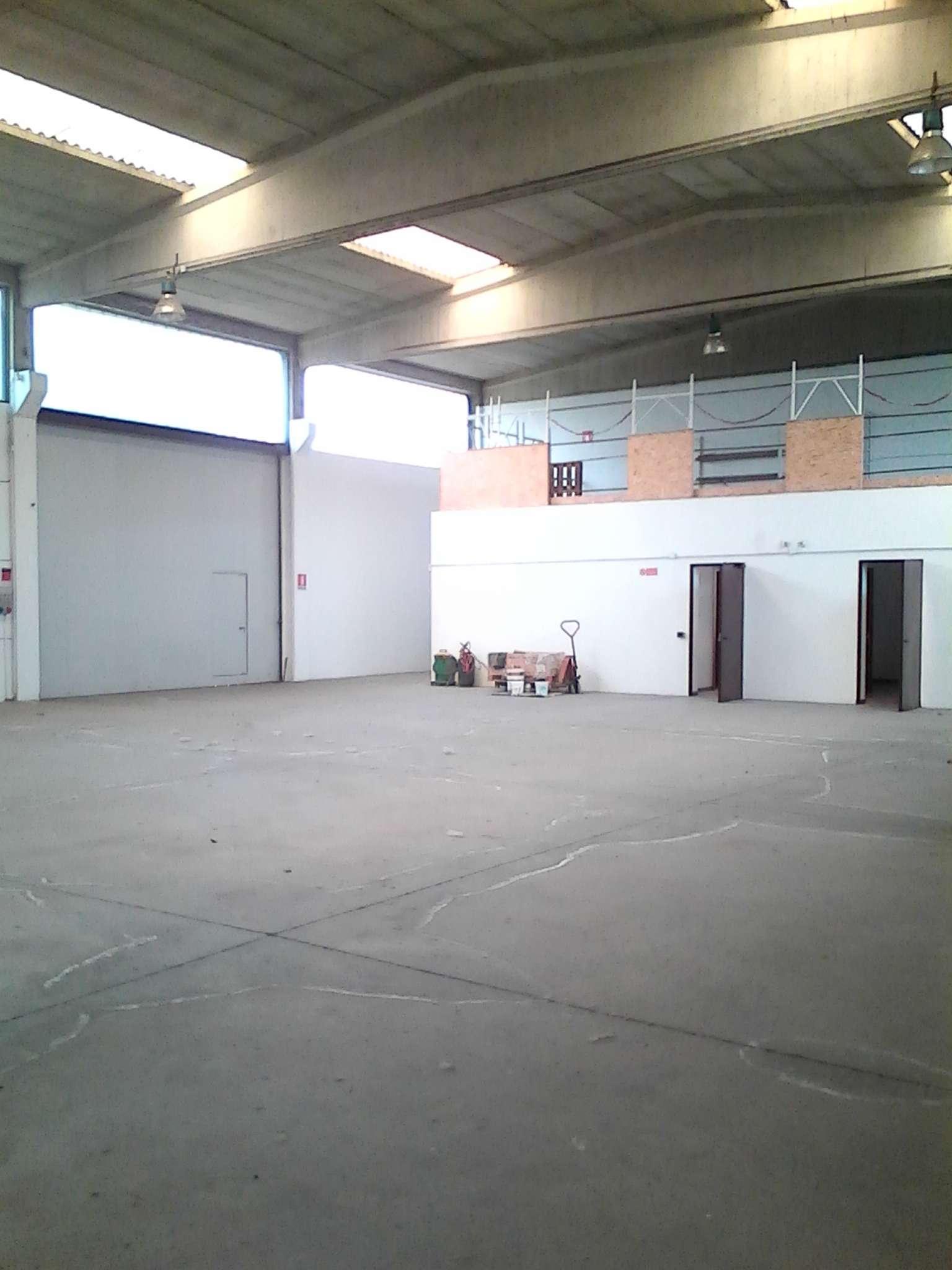 Capannone in affitto a Cernusco sul Naviglio, 3 locali, prezzo € 2.500 | Cambio Casa.it