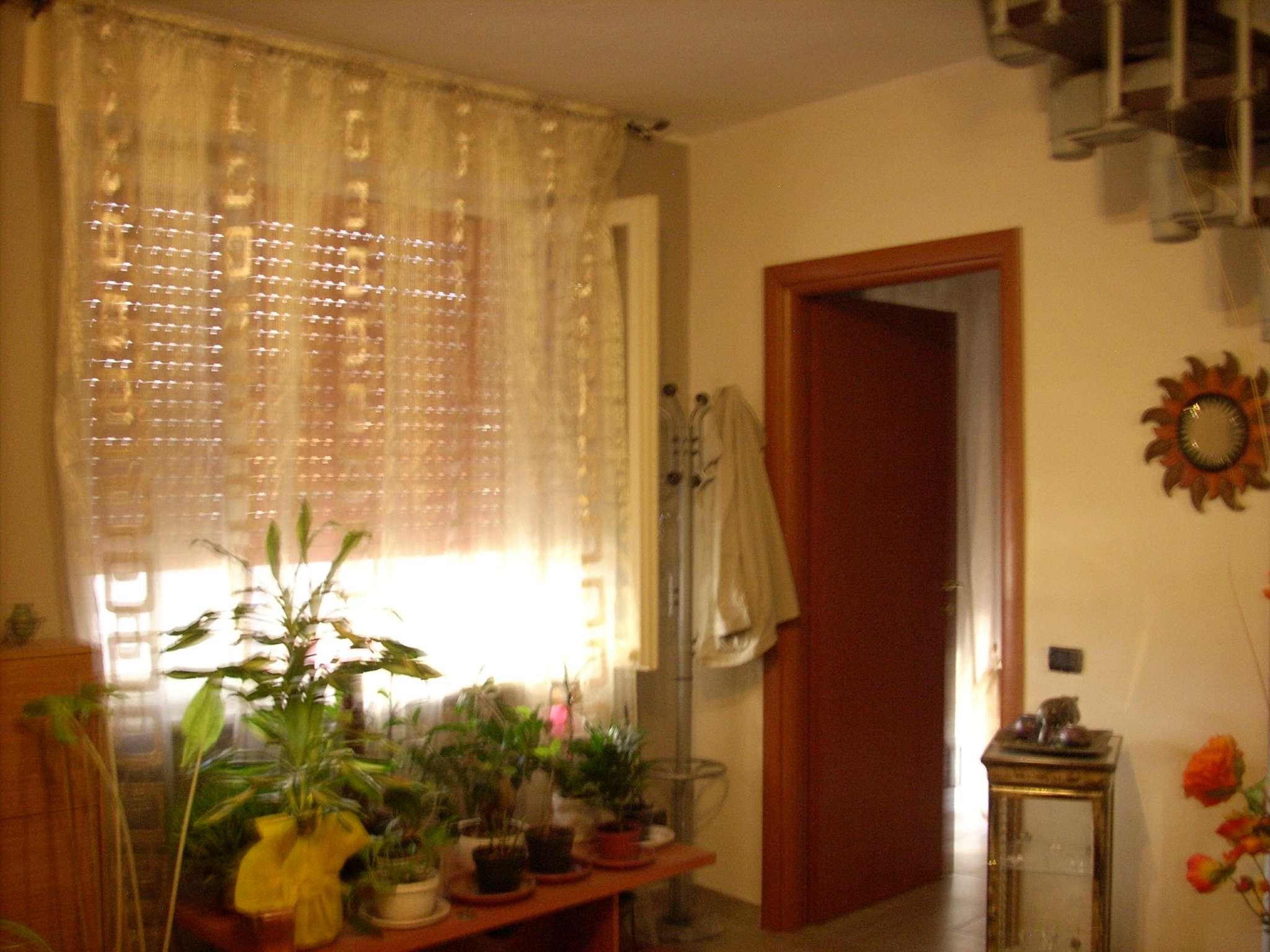 Palazzo / Stabile in vendita a Bellinzago Novarese, 8 locali, prezzo € 185.000 | CambioCasa.it