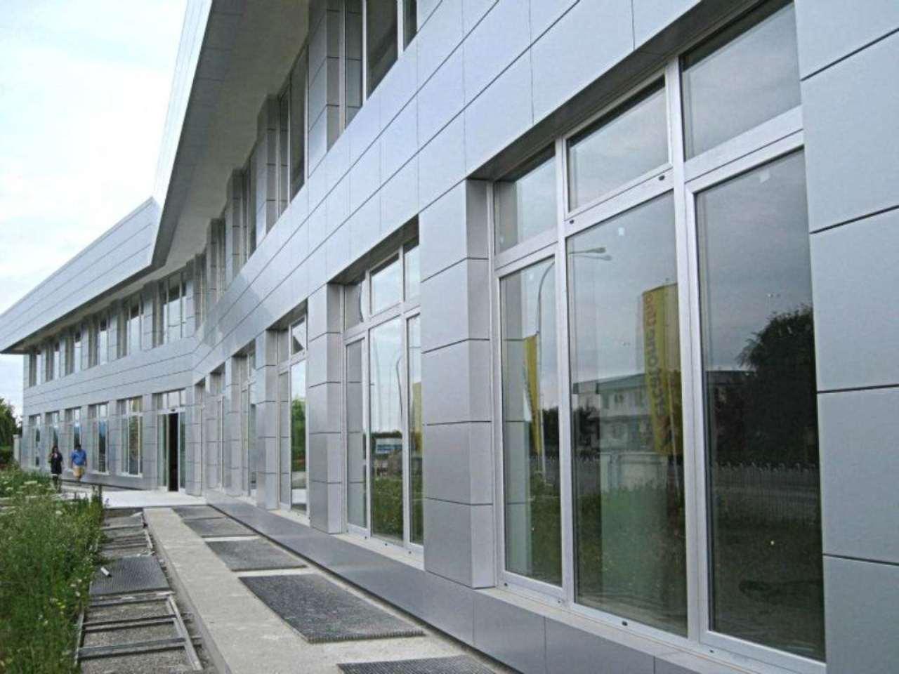 Ufficio / Studio in affitto a Brandizzo, 2 locali, prezzo € 2.200 | Cambio Casa.it