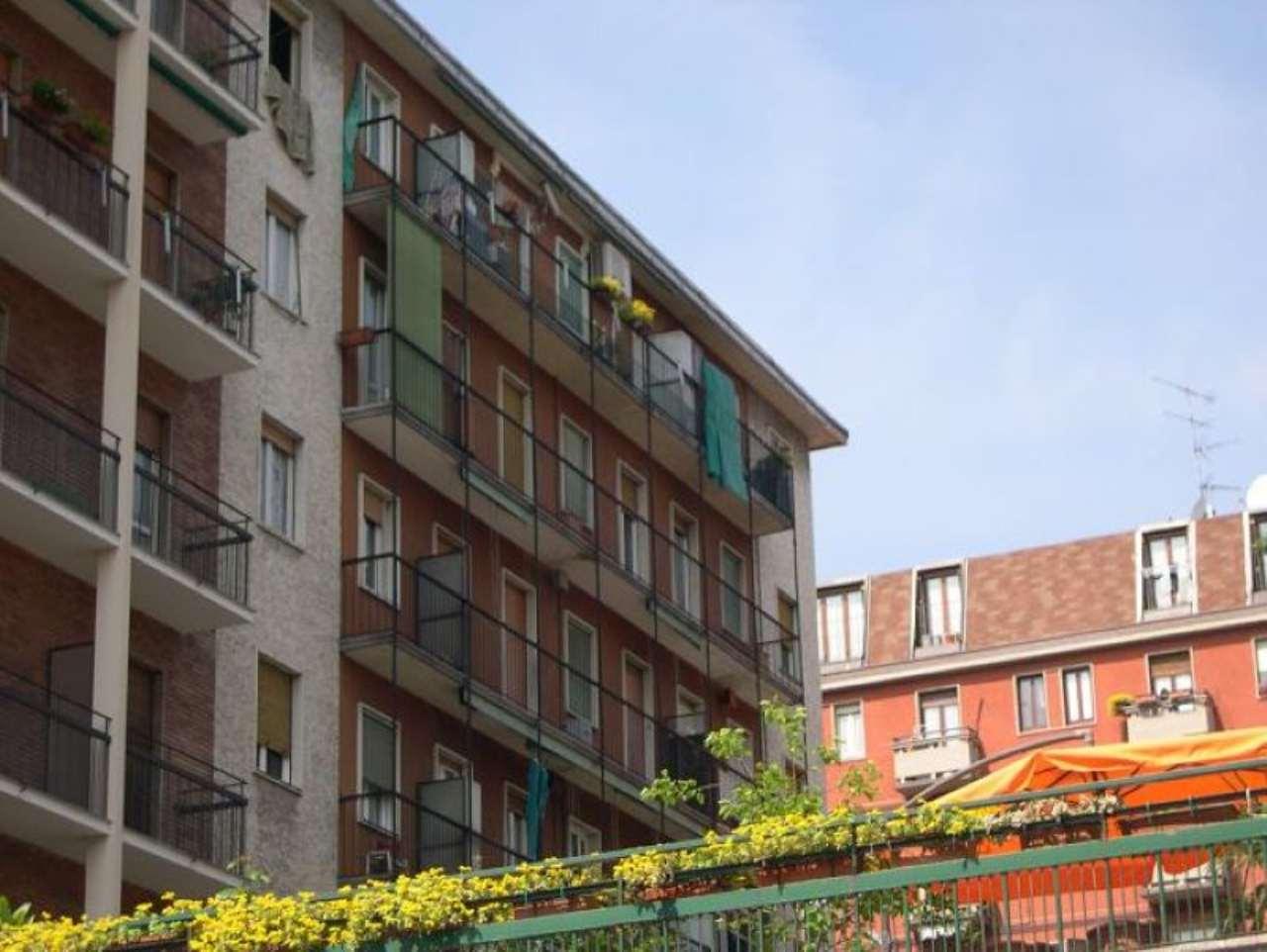 Bilocale Milano Via Console Marcello 9