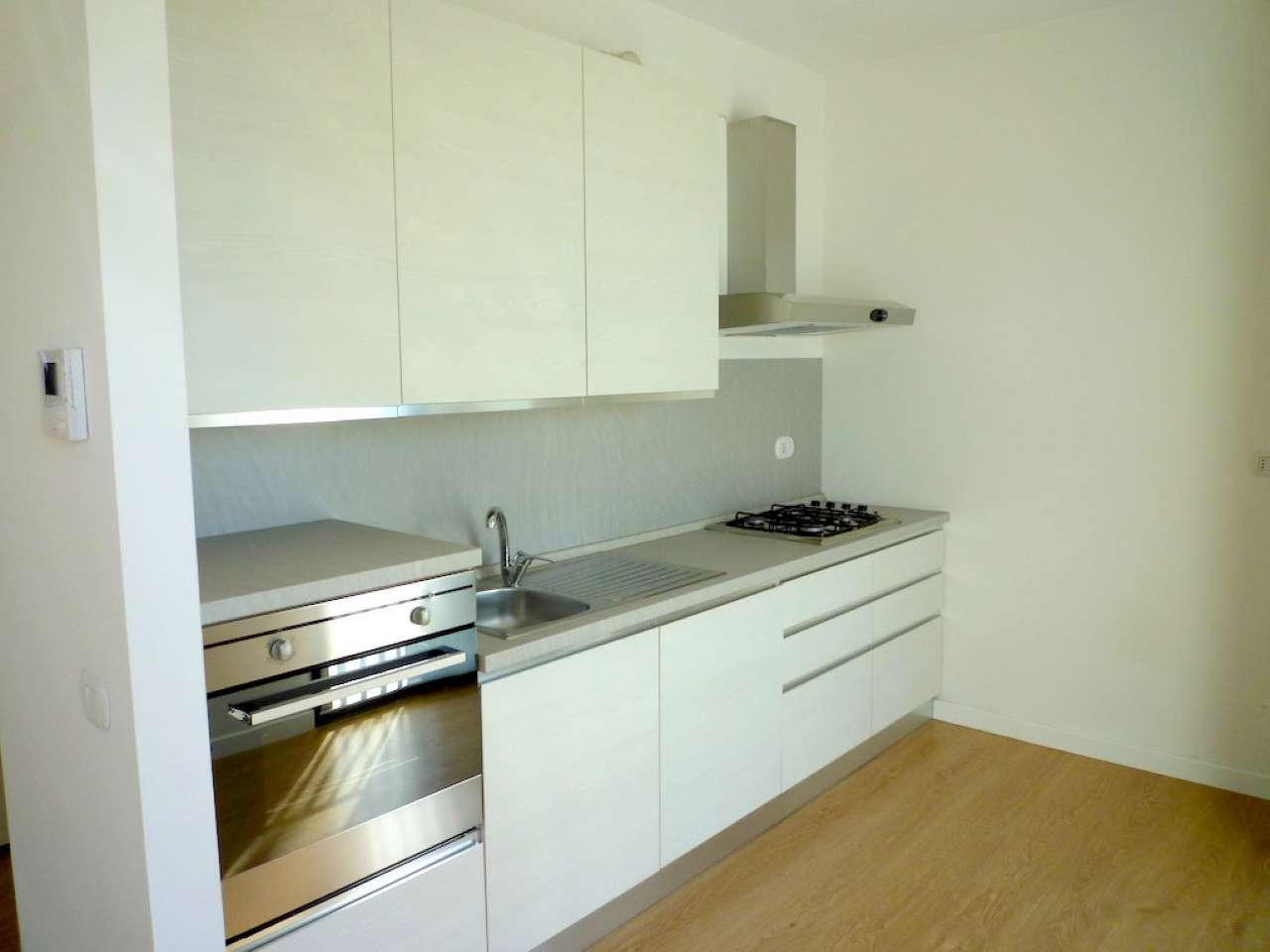Appartamento in affitto a Carate Brianza, 2 locali, prezzo € 500 | CambioCasa.it