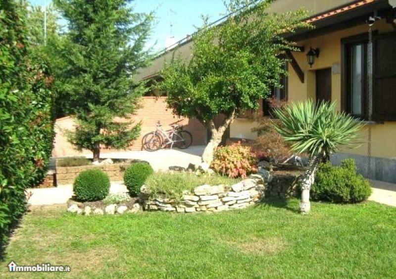 Villa Bifamiliare in Vendita a Casorate Primo