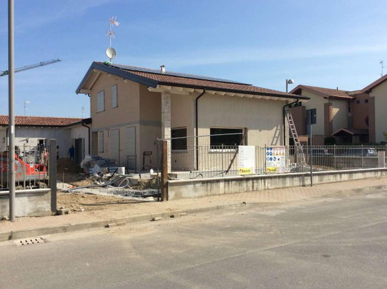 Villa Bifamiliare in Vendita a Trivolzio