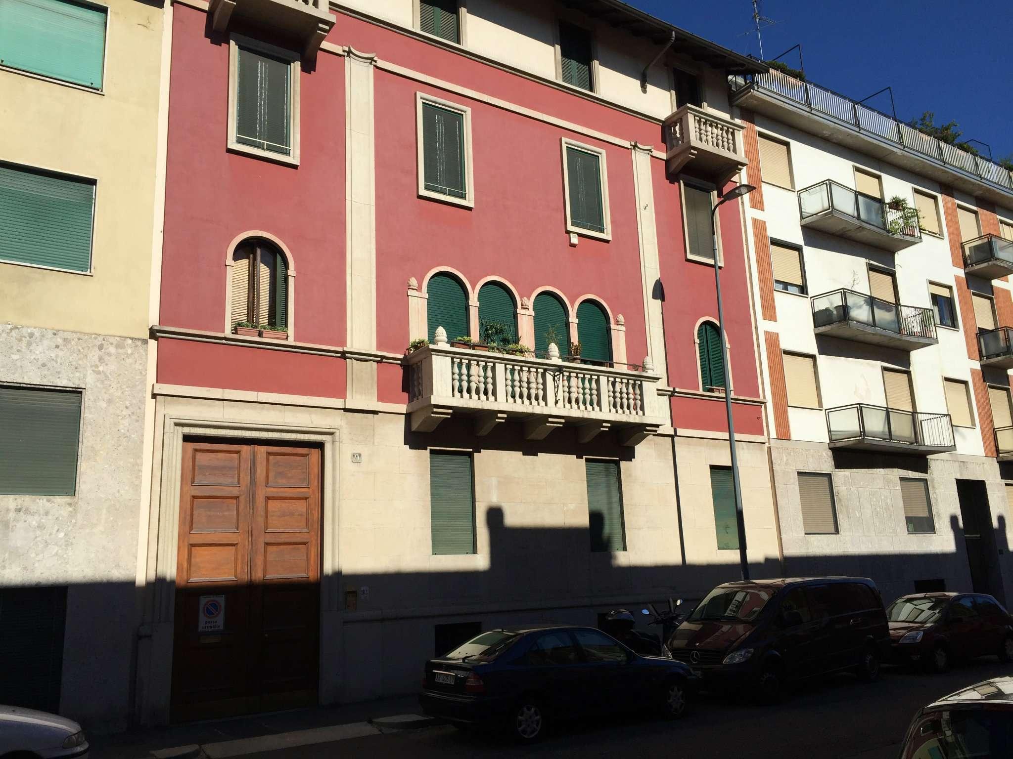 Bilocale Milano Via Menzini 7