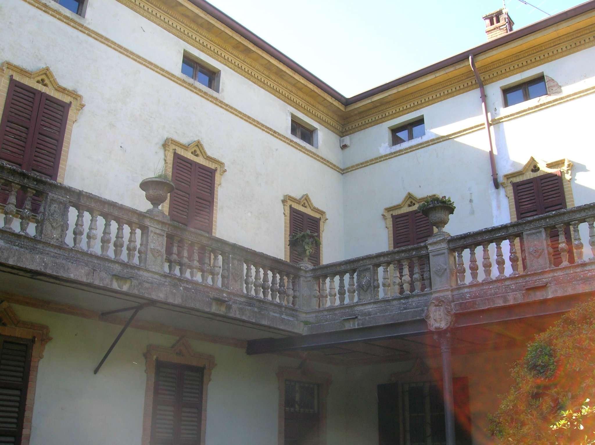 Altro in vendita a Santa Giuletta, 10 locali, Trattative riservate   CambioCasa.it