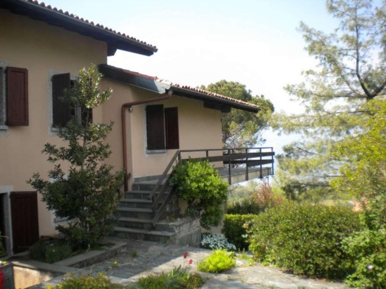 Villa in vendita a Colle Brianza, 5 locali, prezzo € 290.000 | Cambio Casa.it