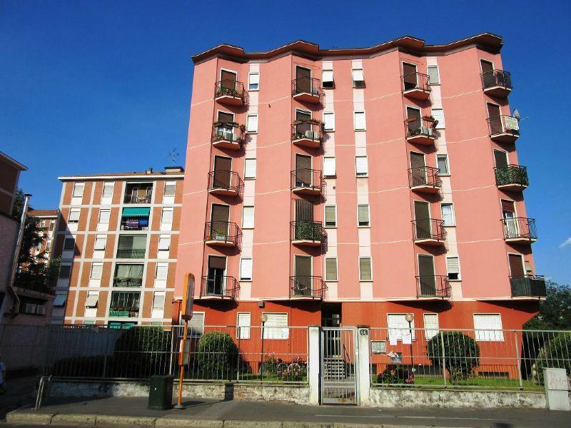 Bilocale Milano Via Quinto Romano 2