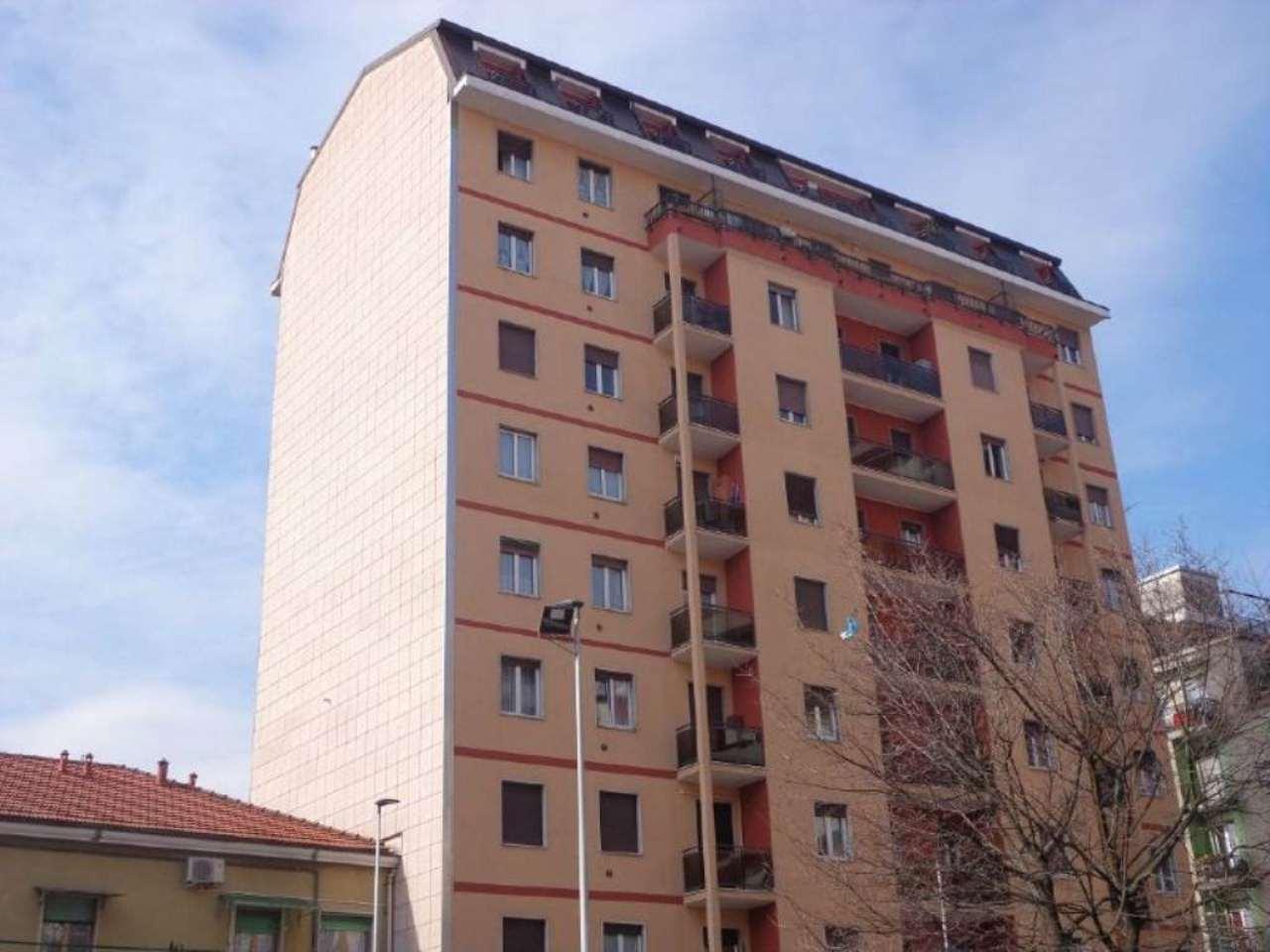 Bilocale Milano Piazza Schiavone 1