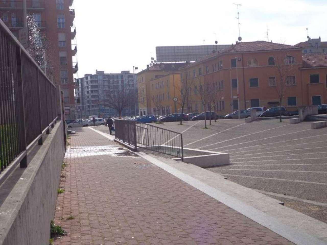 Bilocale Milano Piazza Schiavone 2
