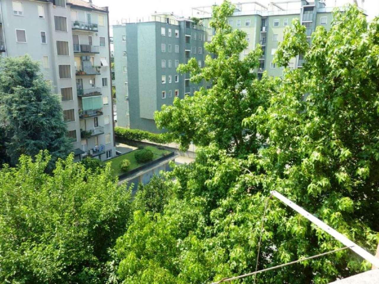 Bilocale Milano Via Antonini 1