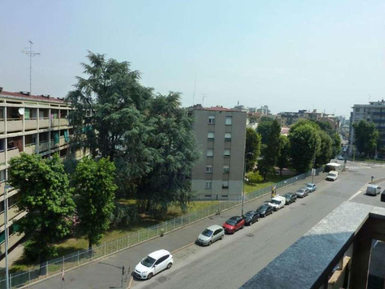 Bilocale Milano Via Antonini 2