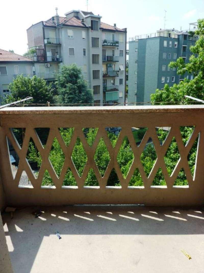 Bilocale Milano Via Antonini 4